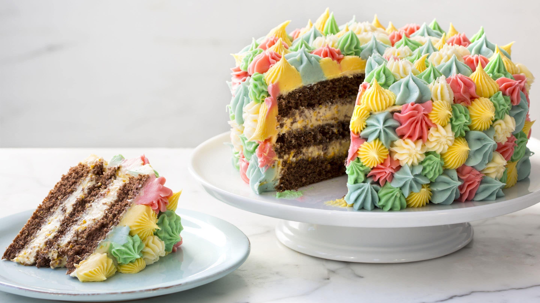 Mangefarget smørkrem-kake