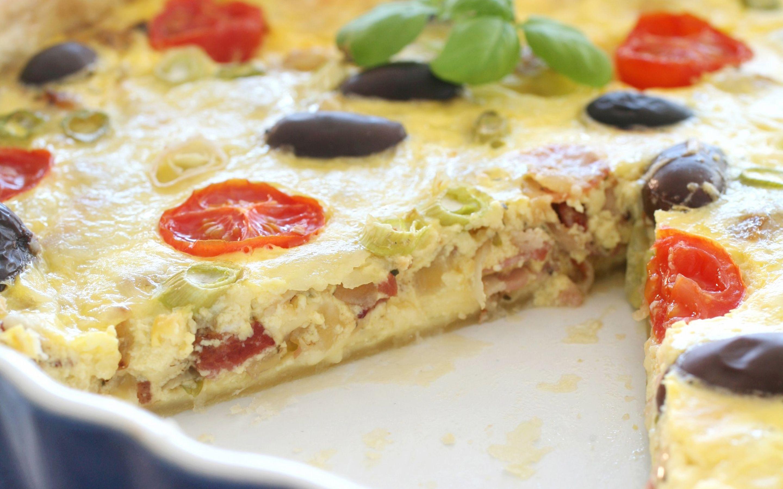 Pai med bacon og oliven