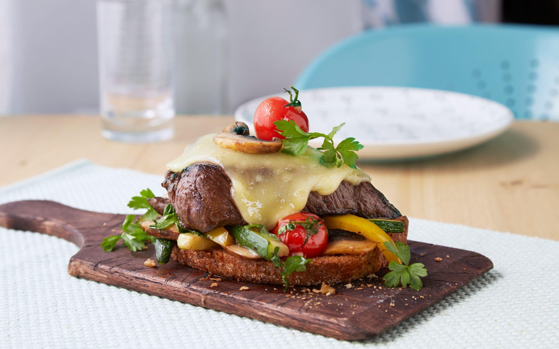 Biffsandwich med smeltet ost