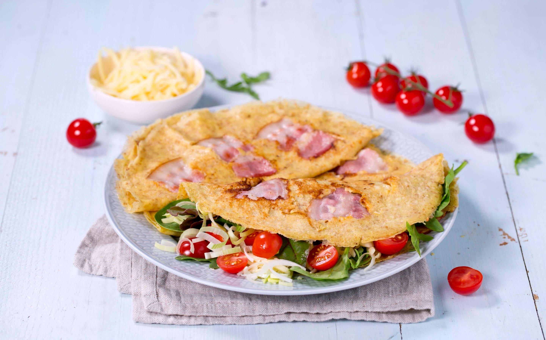 Grove pannekaker med bacon