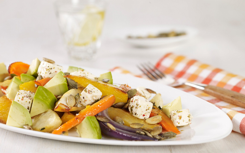 Bakte rotgrønnsaker med avokado og fetaost