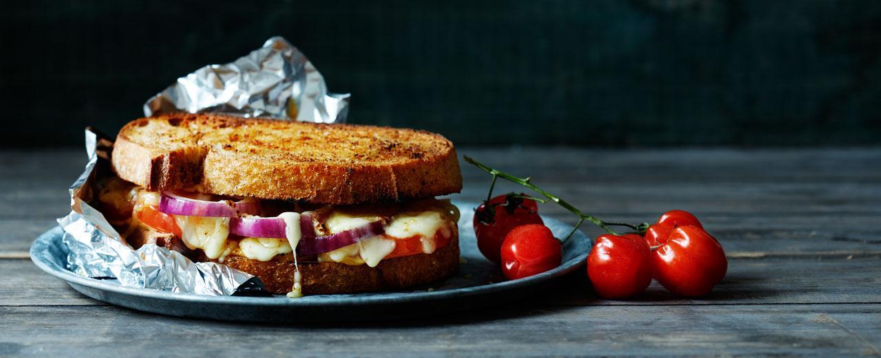 La deg smelte av et ostesmørbrød - Se flere forslag du kan lage på grillen