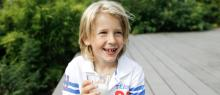 Melk inneholder byggesteiner som er viktige for barn og ungdom