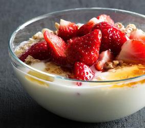 Yoghurt & jordbær, musli og honning